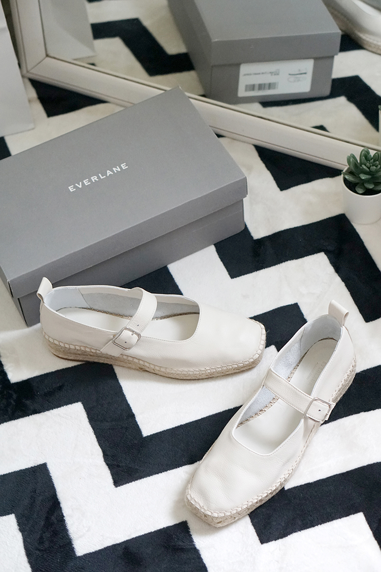 EVERLANE 美國慢時尚品牌|瑪麗珍草編鞋穿搭分享