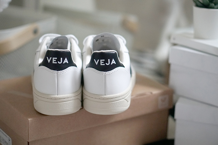 Farfetch戰利品開箱|VEJA V10小白鞋、Converse 1970黑色高筒低筒穿搭分享